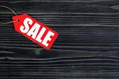 Konzept des Verkaufs auf Draufsicht des dunklen hölzernen Hintergrundes Lizenzfreie Stockfotografie