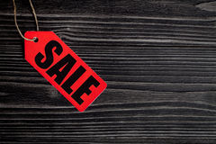 Konzept des Verkaufs auf Draufsicht des dunklen hölzernen Hintergrundes Lizenzfreie Stockbilder