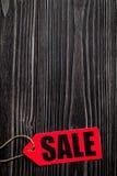Konzept des Verkaufs auf Draufsicht des dunklen hölzernen Hintergrundes Lizenzfreies Stockfoto