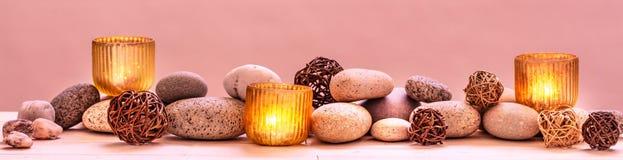 Konzept des Verwöhnens von Schönheit, von entspannender Massage, von Geistigkeit, von ayurveda oder von Sinnlichkeit Stockfoto