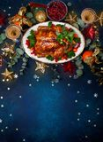 Konzept des Weihnachts- oder des neuen Jahresabendessens Beschneidungspfad eingeschlossen stockbilder