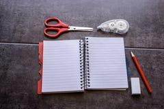 Konzept des Wunsches nach Änderung Tagebuch, umgebenes Korrekturband, Stockbilder