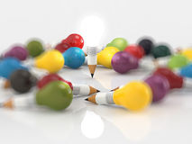 Konzept des Zeichnungsideen-Bleistifts und der Glühlampe Stockfotografie