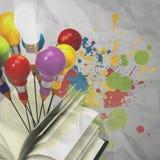 Konzept des Zeichnungsideen-Bleistifts und der Glühlampe außerhalb des Buches mit Stockfotos