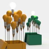 Konzept des Zeichnungsideen-Bleistifts und der Glühlampe außerhalb des Kastens als Cr Lizenzfreie Stockfotografie