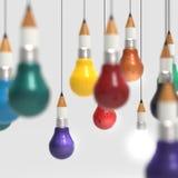 Konzept des Zeichnungsideen-Bleistifts und der Glühlampe kreativ und leadersh Stockfotos