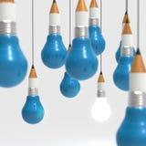Konzept des Zeichnungsideen-Bleistifts und der Glühlampe kreativ und leadersh Lizenzfreies Stockbild