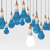 Konzept des Zeichnungsideen-Bleistifts und der Glühlampe kreativ und leadersh Lizenzfreie Stockfotos
