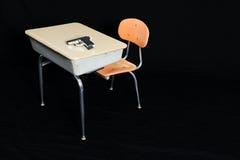 Gewehr oder Gewehre in der Schule, Klassenzimmer-Schießen-Gewalttätigkeit Lizenzfreie Stockfotografie