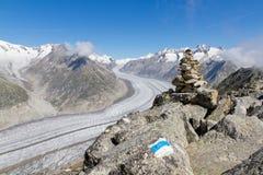 Konzept für das Wandern, das Steigen, das Gehen und Abenteuer die im Freien: Lizenzfreie Stockbilder