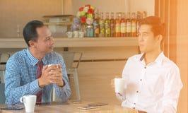 Konzept-Geschäftsgespräch, das Relex trifft lizenzfreie stockfotos