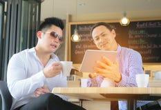 Konzept-Geschäftsgespräch, das Relex trifft lizenzfreie stockfotografie