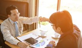 Konzept-Geschäftsgespräch Relex lizenzfreies stockbild