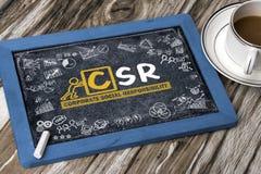 Konzept-Handzeichnung der sozialen Verantwortung von Unternehmen auf blackboa Stockfoto