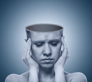 Konzept Kopfschmerzen. öffnen Sie leer den Schädel lizenzfreie stockfotos