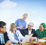 Konzept Leute-Doktor-Discussion Meeting Smiling Stockbild
