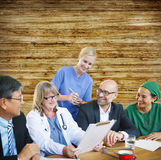 Konzept Leute-Doktor-Discussion Meeting Smiling Lizenzfreies Stockbild
