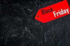Konzept schwarzer Freitag auf Draufsicht des dunklen Hintergrundes Lizenzfreies Stockfoto