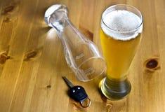 Konzept trinken und antreibend Lizenzfreie Stockfotos