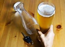 Konzept trinken und antreibend Lizenzfreies Stockfoto