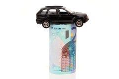 Konzept von Autoservices mit Auto auf Banknote Stockfotografie