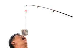 Konzept von den Leuten, die für Geldköder erreichen, casted auf Angelschnur Stockbild
