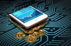 Konzept von Digital Geldbörse und Bitcoins auf Leiterplatte Bitcoins-Fleck aus Rosa gebogenen Smartphone heraus Lizenzfreies Stockbild