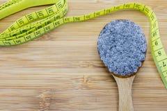 Konzept von gallertartigen Basilikumsamen für Diät und Gewichtsverlust Lizenzfreie Stockfotografie