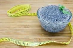 Konzept von gallertartigen Basilikumsamen für Diät und Gewichtsverlust Stockfoto