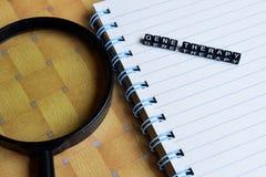 Konzept von Gene Therapy auf hölzernen Würfeln mit Büchern im Hintergrund stockfotos