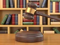 Konzept von Gerechtigkeit. Hammer und Gesetzbücher. Lizenzfreie Stockbilder