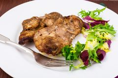 Konzept von Protein-Kohlenhydrat Nahrung Hühnerfleisch mit Kopfsalat stockbilder