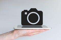 Konzept von Smartphone oder von Tablette als Ersatz für Digitalkamera/DSLR Stockfotos