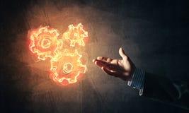 Konzept von Teamworking oder von Organisation stellte dar sich, indem es Feuerglühte Stockbilder