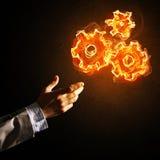 Konzept von Teamworking oder von Organisation stellte sich durch glühende Zahnräder des Feuers dar Lizenzfreie Stockfotografie