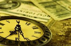 Konzept Zeit ist Geld stilisiert als Antike Stockbild