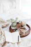 Konzept zu Hause sich entspannen oder bearbeitend Stockfotos