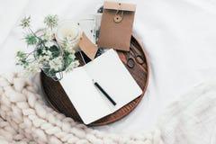 Konzept zu Hause sich entspannen oder bearbeitend Stockbilder