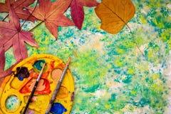 Konzept zurück zu Schule auf grünem Hintergrund Stockfoto