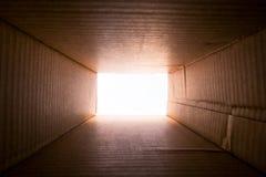 Konzeptbild `, das denkt außerhalb des Kasten ` Stockbild