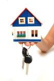 Konzeptbild der Tasten eines Handholding-Hauses Stockbild