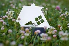 Konzeptbild von machen Ihr ein Haus Lizenzfreie Stockfotos