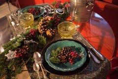 Konzeptfeiertagsgedeck des Weihnachtsneuen Jahres, das Licht glättet stockbild