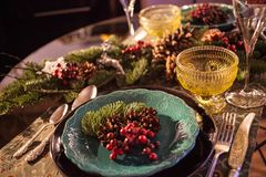Konzeptfeiertagsgedeck des Weihnachtsneuen Jahres, das Licht glättet lizenzfreies stockbild