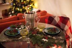 Konzeptfeiertagsgedeck des Weihnachtsneuen Jahres, das Licht glättet stockfoto