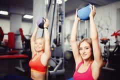 Konzeptgruppen-Trainingsteam für Gewichtsverlust stockfotografie