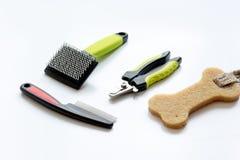 Konzepthaustierpflege und Pflegen auf weißem Hintergrund Stockfoto