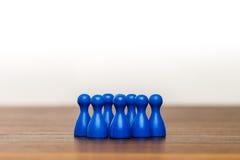 Konzeptteam, -gruppe, -freunde, -BLAU und -WEISS Stockfoto