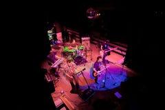 Konzert der Gruppe des Indie Pops, Champagne am 24. April 2009 lizenzfreies stockbild