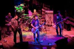 Konzert der Gruppe des Indie Pops, Champagne am 24. April 2009 lizenzfreie stockfotografie